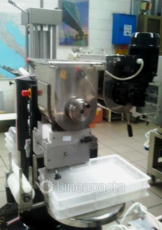 combined machine for fresh pasta production 12 Kg/h