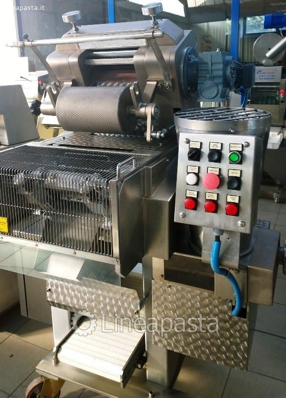 Ravioli and Cappelletti machine model A/250