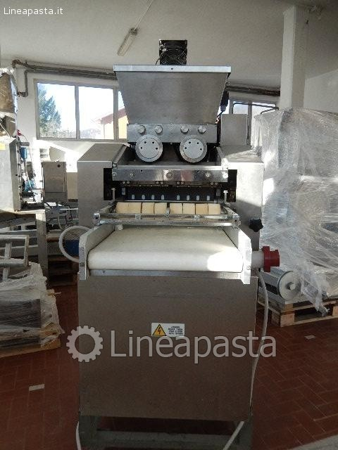 Machine for orecchiette and cavatelli