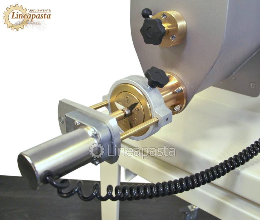 Automatic cutting for short pasta