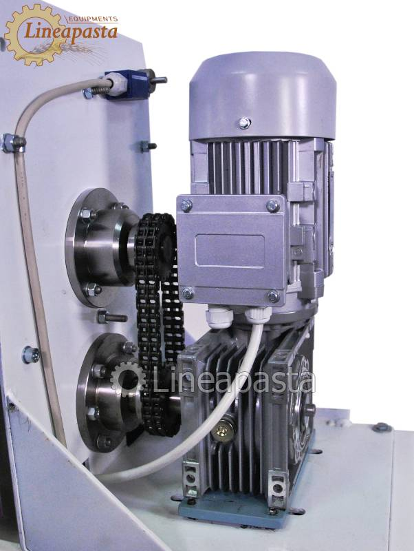 Mechanical gear reduction with chain transmission